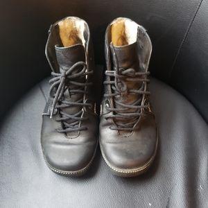 UGG Men's Wyatt Oxford Shoes